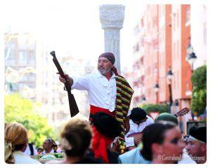 """Rafa Ferrero (Asgarro Teatre) en la Figura de """"El Tragabuches"""""""